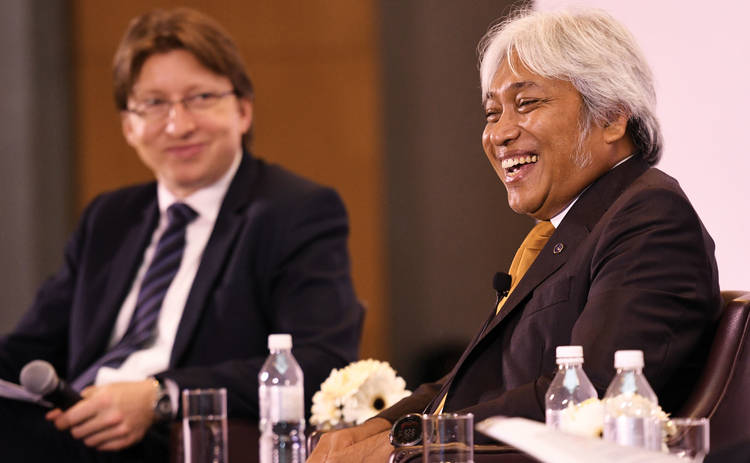 BNM governor Muhammad Ibrahim (right) shares a joke with Central Banking's editor-in-chief, Christopher Jeffery