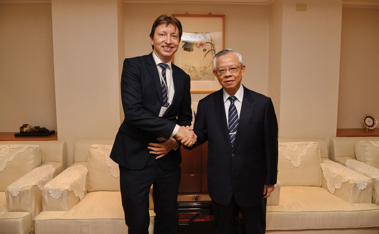 L to R: Central Banking's Christopher Jeffery and Perng Fai-Nan, Central Bank of the Republic of China (Taiwan)