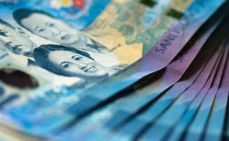 Philippines sees strong 'hot money' inflow despite currency