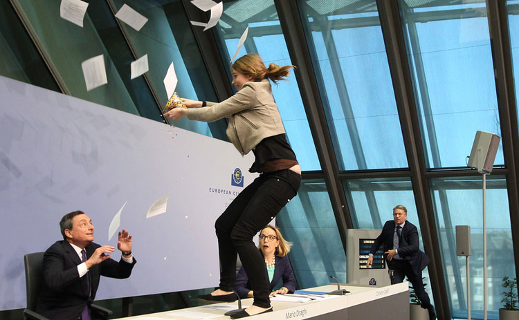 draghi-protester