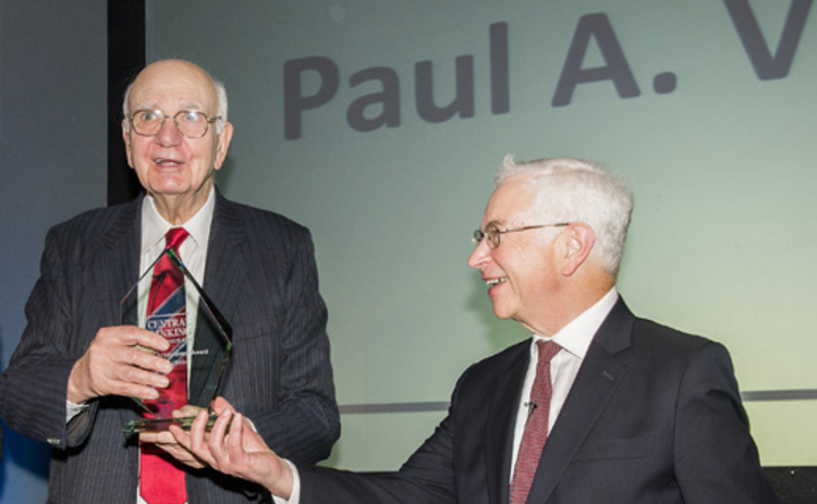 Central Banking founder Robert Pringle (right) presents Paul Volcker with his Lifetime Achievement award